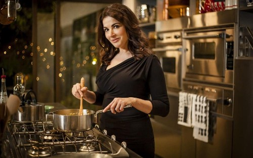 Nigella Lawson finally learns how to make a poached egg - and reveals her secret to the perfect method