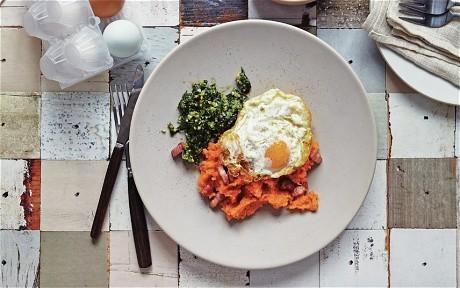 Leek, spinach and gruyère soufflé casserole recipe