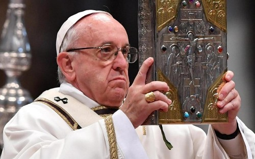 Pope Francis shuns bullet-proof vehicle for visit to Cairo despite recent terrorist attacks