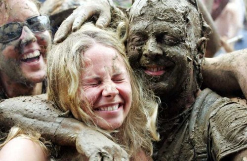 Glastonbury Festival: Dirty dancers enjoy the mud and wet weather, in pictures - Telegraph
