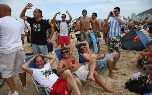World Cup 2014: Argentina fans take over Copacabana Beach ahead of final - Telegraph