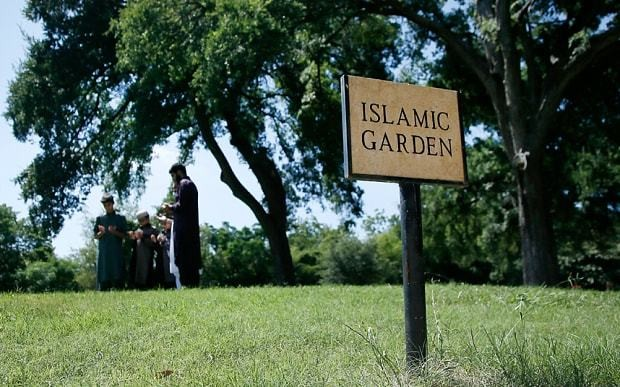 Texans threaten to cover land with pigs' blood to block Muslim cemetery