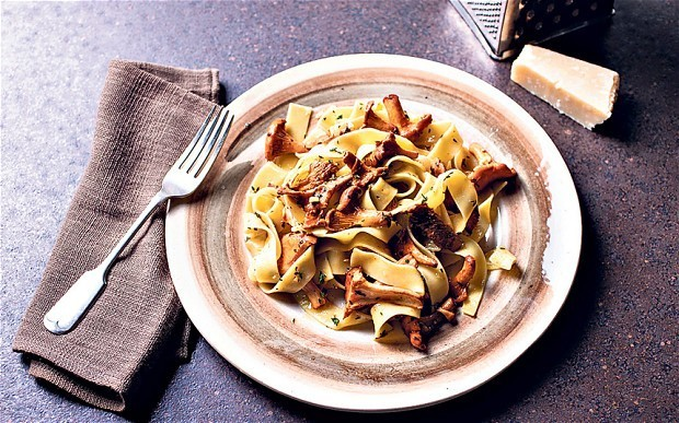 Girolle, garlic and thyme pasta recipe