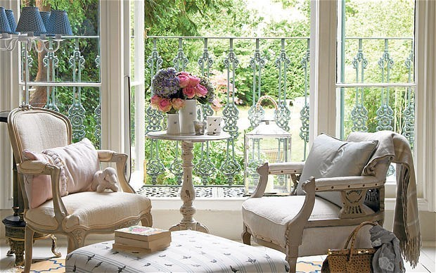 Interiors: bring a splash of summer to your decoration