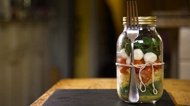 Tomato and mozzarella fusilli pasta jar salad