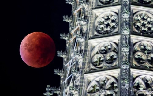 Blood Moon in pictures: Total 'supermoon' lunar eclipse seen around the world