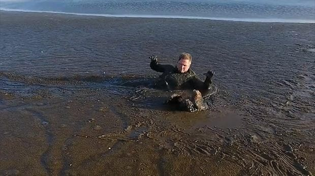 Polish man crawls through mud to save a white-tailed eagle