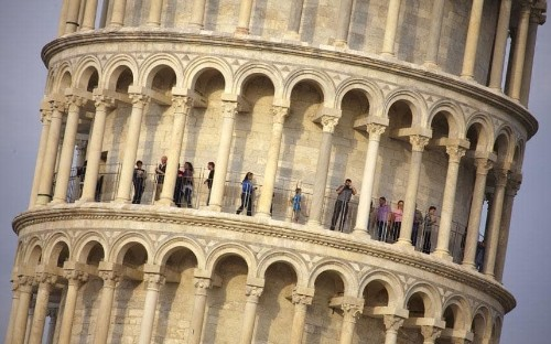 Plans to turn Leaning Tower of Pisa into luxury hotel