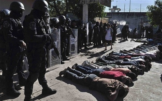 Nine dead after attackers dressed as police enter Mexican prison