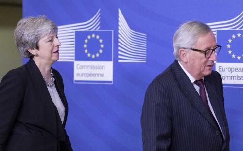 Brexit latest news: Theresa May facing Tory rebel move to delay EU withdrawal ahead of key talks
