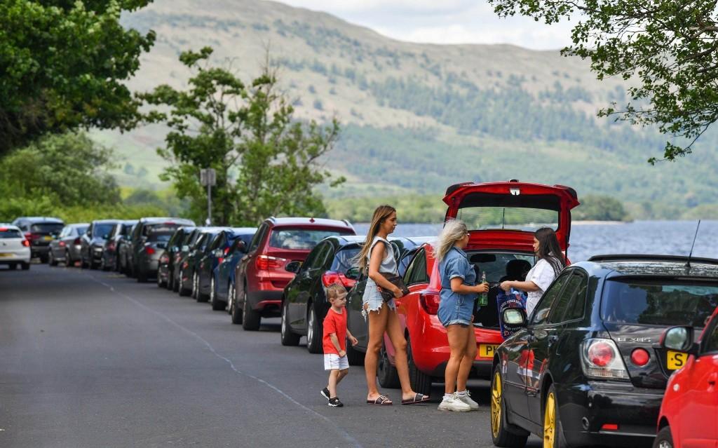 Experts fear virus resurgence as Scots defy lockdown rules