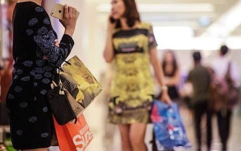 High street shops secretly track customers using smartphones