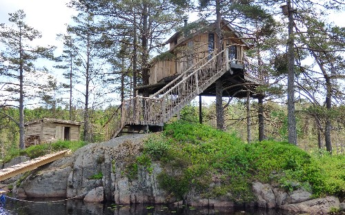 32 incredible treehouse hotels for winter