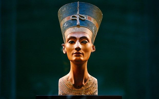 Scans suggest Queen Nefertiti may lie concealed in King Tut's tomb