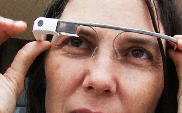 Google Glass lets wearers snap pictures by winking