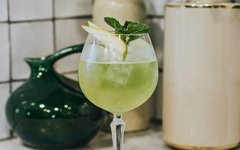 Low-alcohol pear spritz recipe