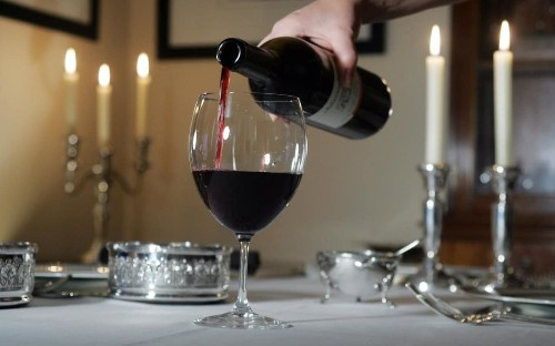 Is it really worth decanting wine?