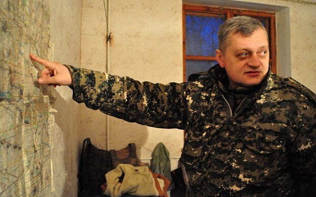Tank troops fight to contain rebel expansion in eastern Ukraine