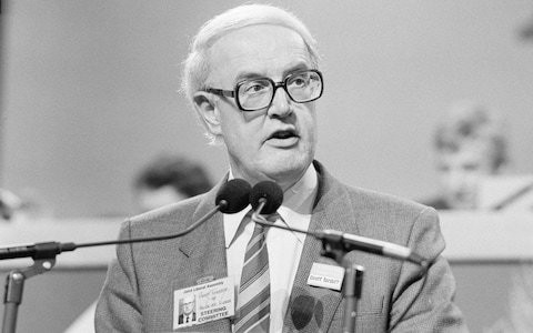 Lord Tordoff, Liberal politician who helped engineer the merger with the SDP and served as a Liberal Democrat chief whip in the House of Lords – obituary