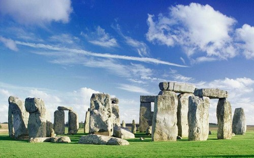 No one living in Britain 'truly British', scientists find as Stonehenge builders were replaced by European immigrants
