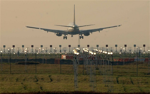 Stansted baggage staff threaten holiday disruption