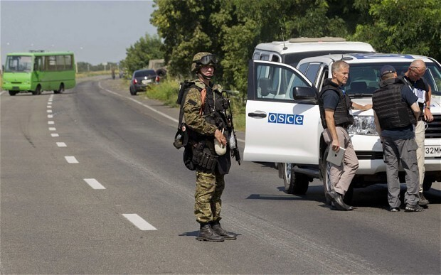 Up to 80 bodies still at MH17 crash site, says Australian minister