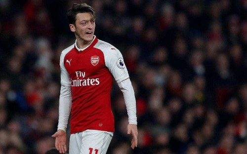 Manchester United manager Jose Mourinho provides further temptation to Mesut Ozil with victory over Arsenal