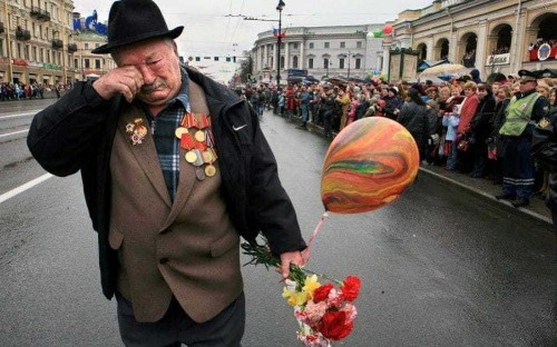 Mystery surrounds heartbreaking photo of veteran marching alone at Victory Parade
