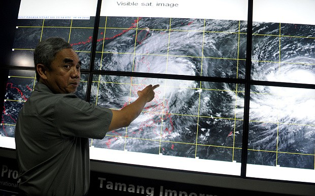 Thousands flee as powerful Typhoon Koppu hits the Philippines