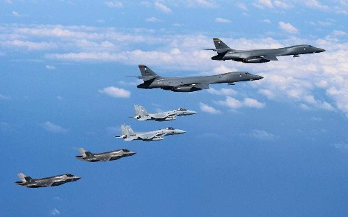 US bombers fly close to North Korean shores in show of force