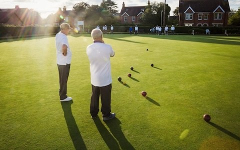 Bowls sexism row after rule change which means men can wear shorts but women are banned