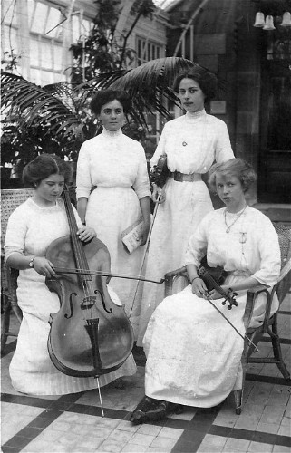 WW1 Lena Ashwell parties: Shining a light on the young women who brought music to the trenches
