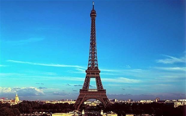 The Paris guide to tourists: Britons informal, Italians impatient, Brazilians tactile