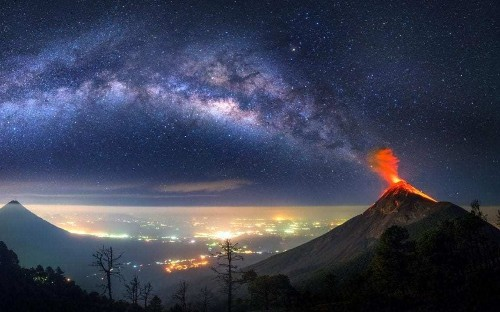 Volcano appears to be erupting into the Milky Way in this stunning photo