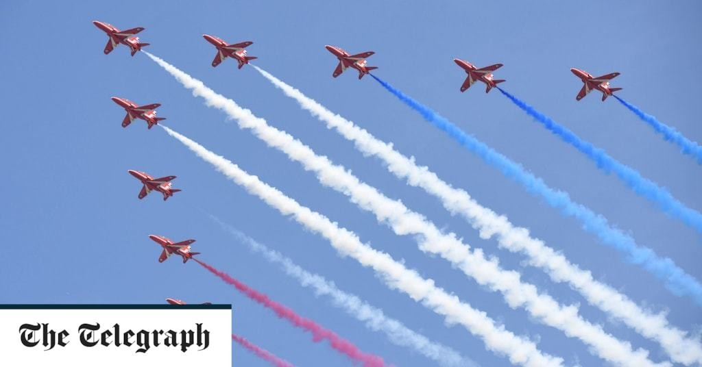 Red Arrows pilot 'fatigued and distracted' prior to fatal crash, say investigators