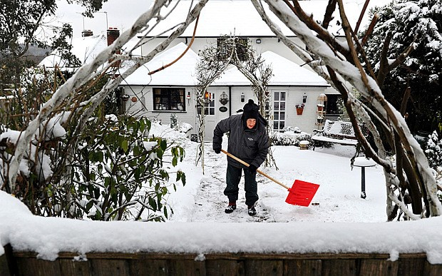 Do a good deed and clear you neighbour's snow this Christmas, minister says