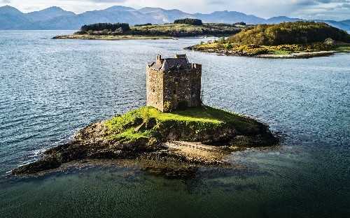The stories behind 15 beautiful abandoned Celtic castles