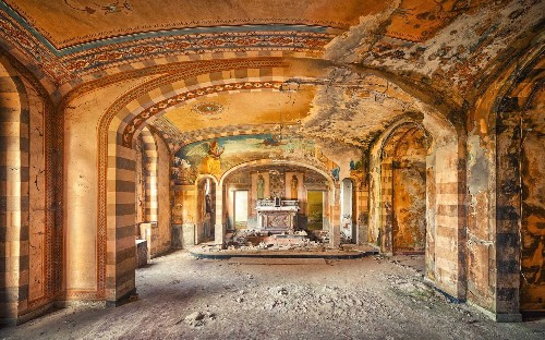 Photographer visits abandoned places of worship, in pictures