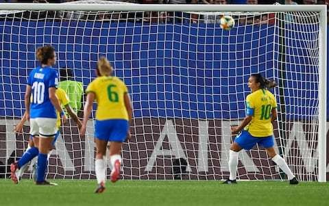 Marta strike enough for Brazil against Italy as both sides progress to World Cup knockouts