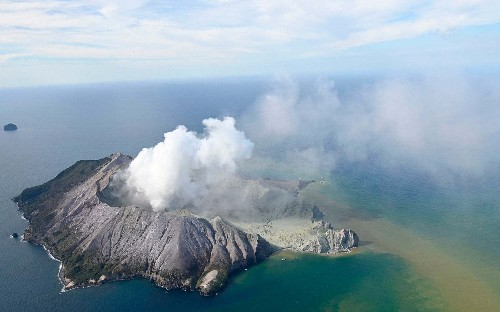 New Zealand volcano: White Island eruption leaves one person killed and tourists 'unaccounted for'