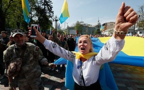 Ukraine passes law against Russian language in official settings