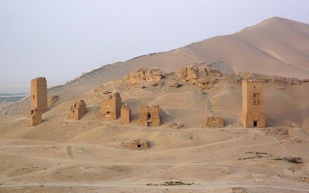 Isil jihadists blow up tower tombs at Syria's Palmyra