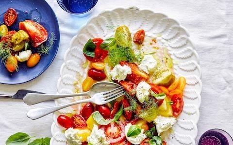Tomato, thyme and mozzarella salad