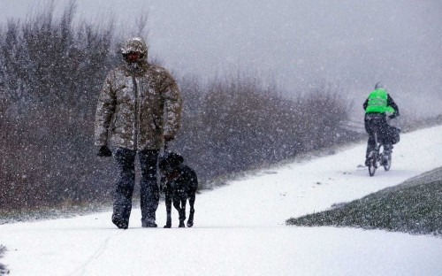 UK weather: Snow falls across country as ice warnings are issued