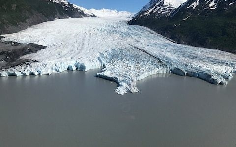 Fears over Alaska's shrinking glaciers fuels tourism boom