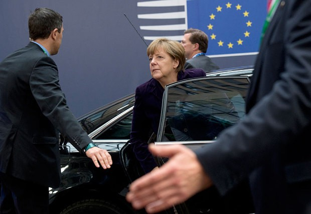 Boost for David Cameron EU renegotiation as Merkel and Hollande make migrant benefit offer