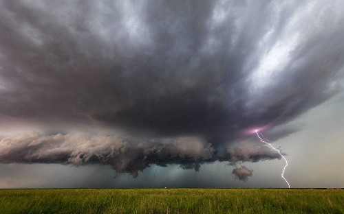 Storm chaser captures Mother Nature at her scariest in 'Tornado Alley'