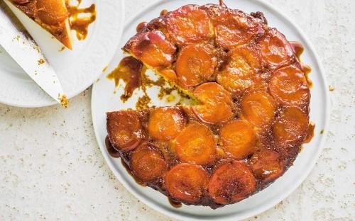 Upside-down apricot, cornmeal and lime cake