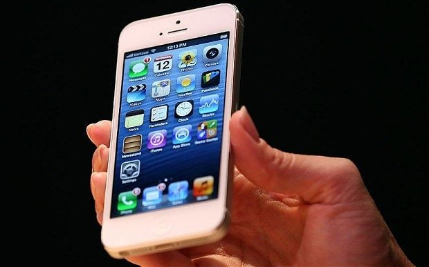 Apple's iPhone 5S launch 'delayed by fingerprint scanner'