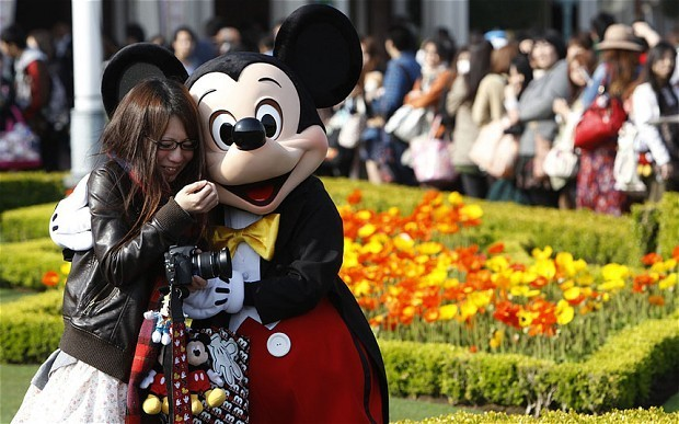 Disney profits boosted by theme parks